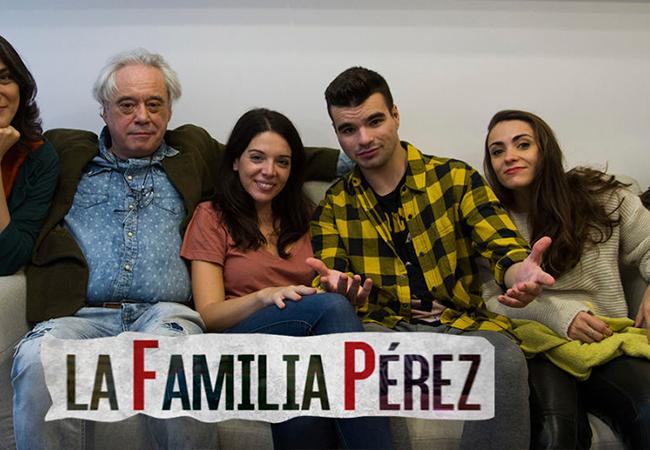ALBA PÉREZ SERANTES Y MIRIAM FERNÁNDEZ EN LA SERIE «LA FAMILIA PÉREZ» DE ATRESMEDIA