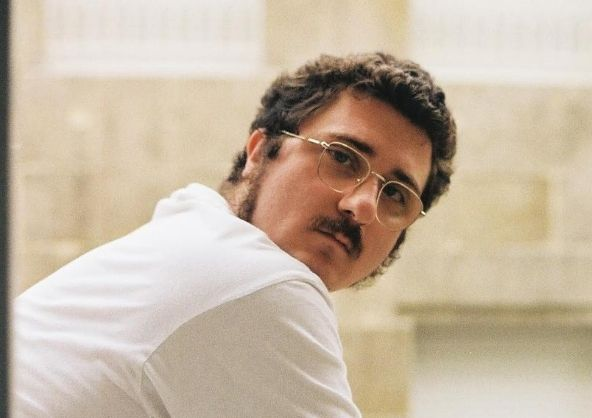 Aarón Porras participa en el nuevo spot de República Móvil